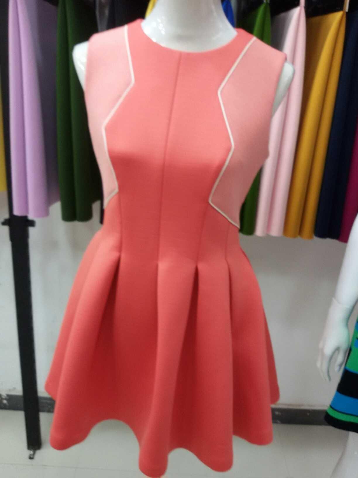时尚空气层连衣裙
